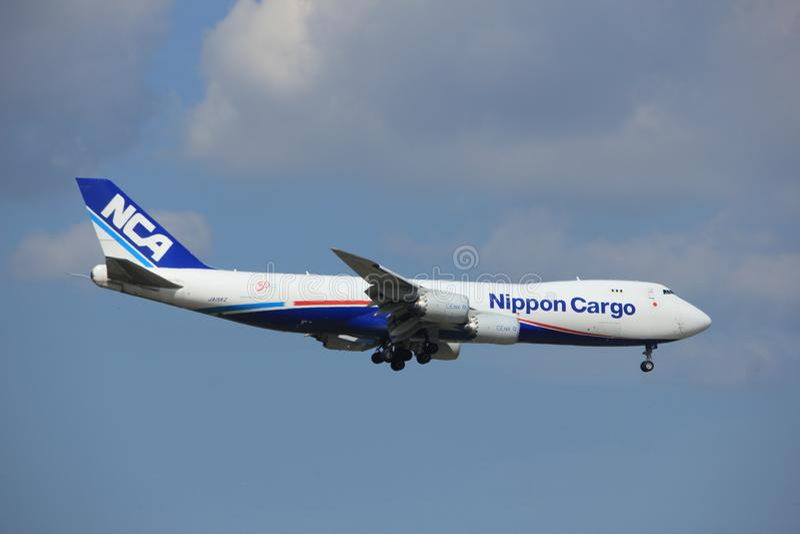 Amsterdão os Países Baixos - 27 de agosto de 2017: JA15KZ Nippon Cargo Airlines Boeing 747-8F imagem de stock royalty free