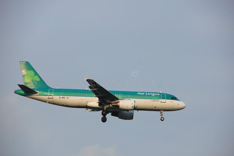 Amsterdão, os Países Baixos - 22 de junho de 2017: EI-DEC Aer Lingus Airbus A320 imagens de stock