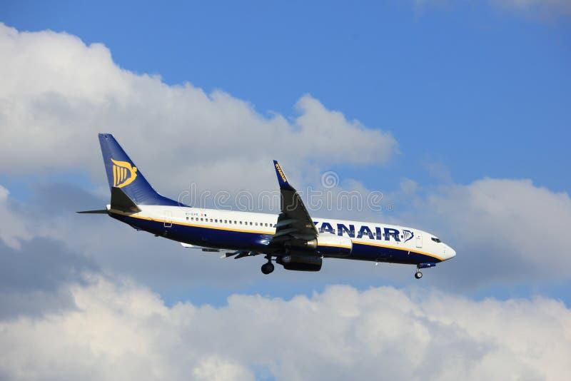 Amsterdão os Países Baixos - podem, 20o 2017: EI-EPE Ryanair Boeing 737 fotografia de stock royalty free