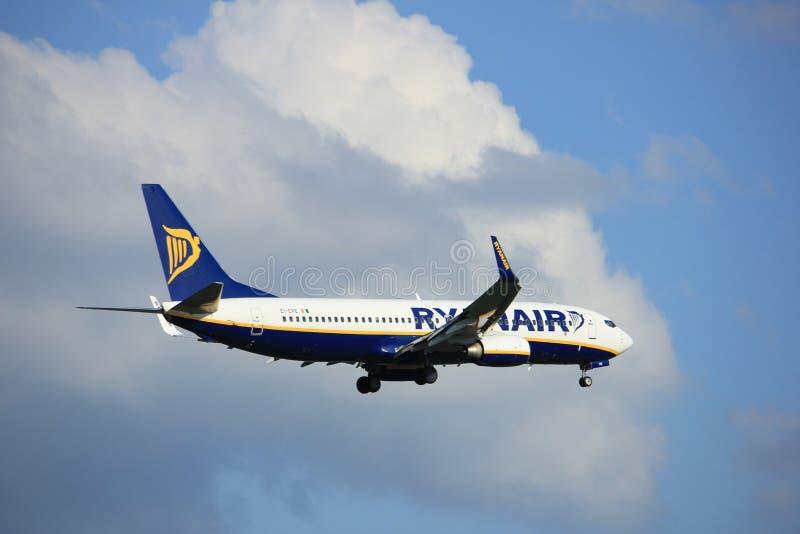 Amsterdão os Países Baixos - podem, 20o 2017: EI-EPE Ryanair Boeing 737 fotografia de stock