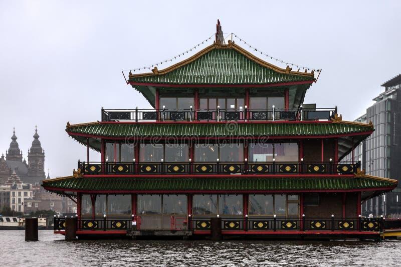 Amsterdão, Países Baixos Restaurante chinês no canal fotografia de stock royalty free
