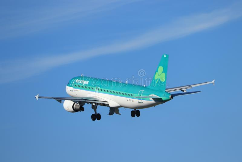 Amsterd?o os Pa?ses Baixos - 24 de maio de 2019: EI-DEC Aer Lingus Airbus A320-200 fotos de stock