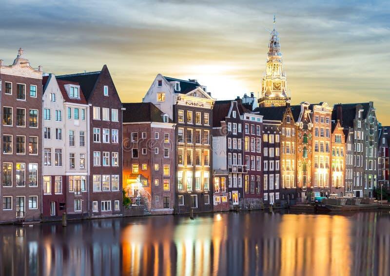 Amsterdam arkitektur på soluppgång, Nederländerna royaltyfri fotografi