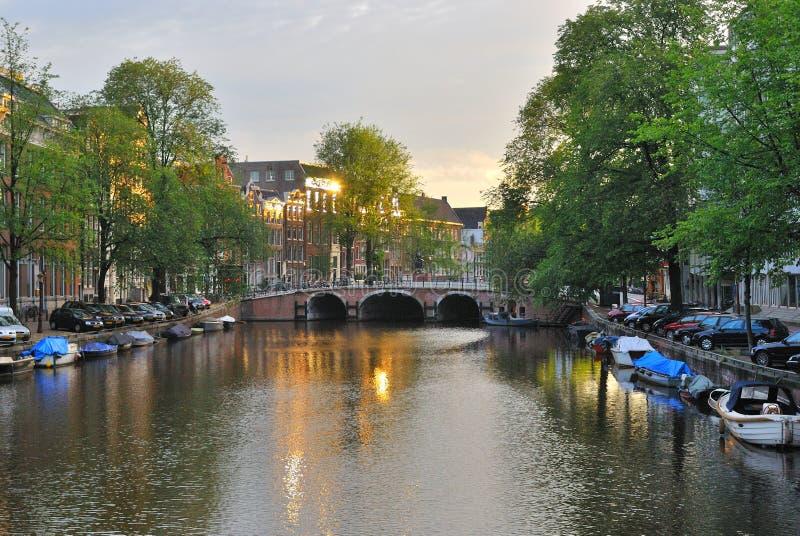 Amsterdam. Aube sur Singel photographie stock libre de droits