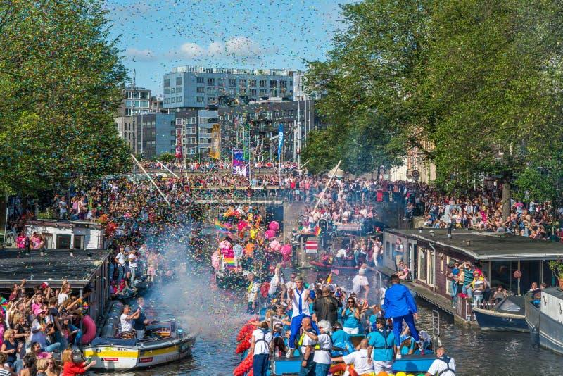 Amsterdam, am 5. August 2017: Boote des Kanalparadesegelns 2017 stockfoto