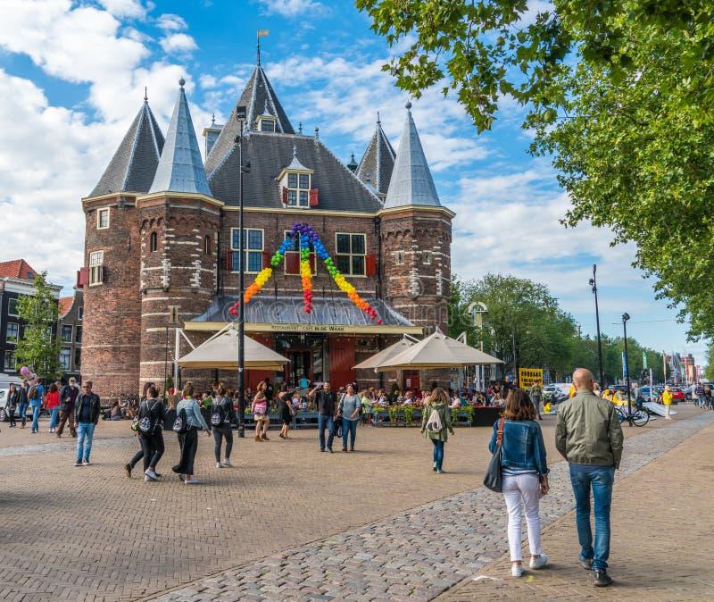 Amsterdam, am 5. August 2017: Boote des Kanalparadesegelns 2017 lizenzfreie stockfotografie