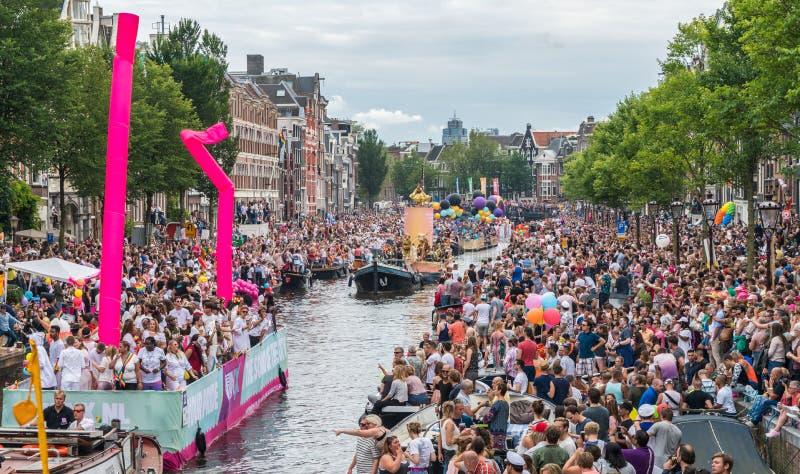 Amsterdam, am 5. August 2017: Boote des Kanalparadesegelns 2017 stockbilder