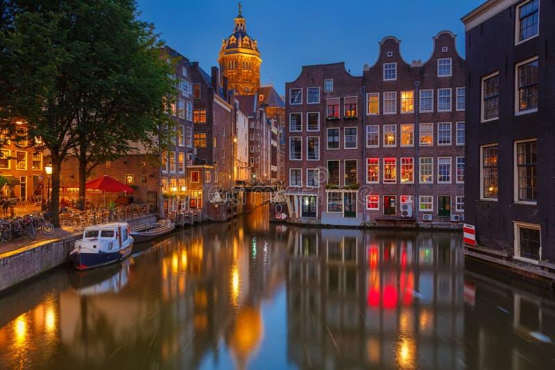 Amsterdam bij nacht royalty-vrije stock foto's