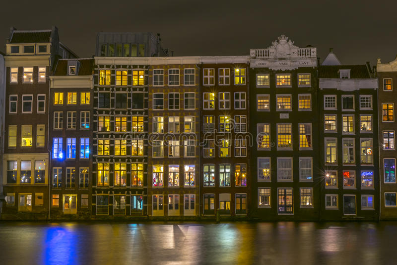 Amsterdam budynki przy nocą obraz royalty free