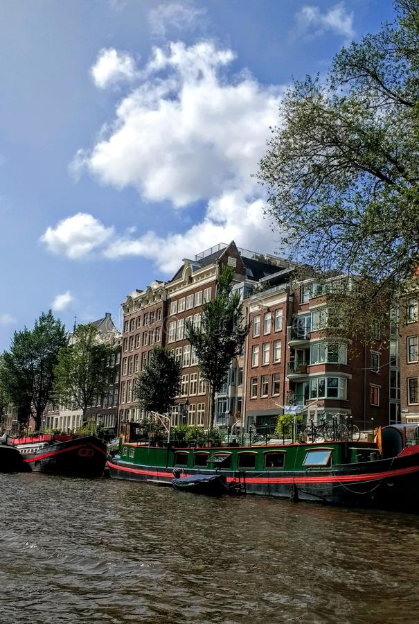 Amsterdam canal boat. Architektur royalty free stock photo