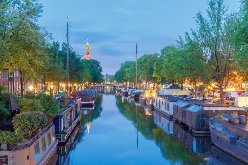 amsterdam Canale della città all'alba fotografie stock libere da diritti
