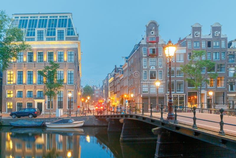 amsterdam Canale della città all'alba immagine stock libera da diritti