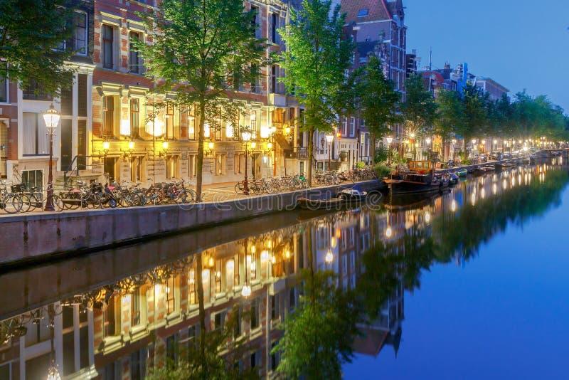 amsterdam Canale della città all'alba immagini stock libere da diritti