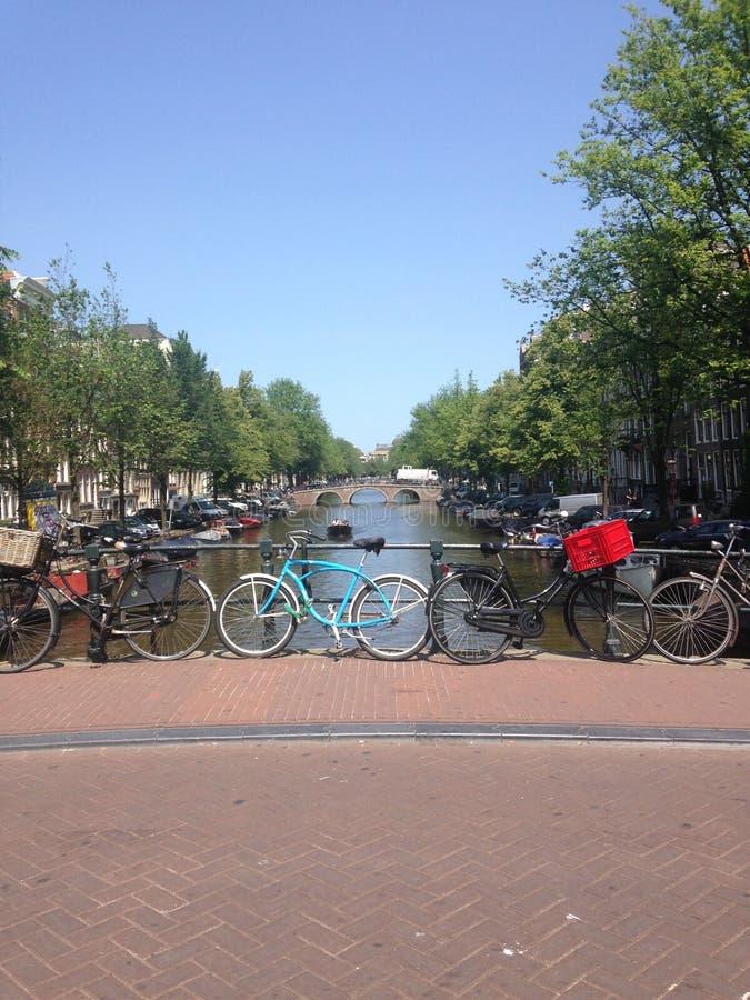 amsterdam cyklar arkivbilder