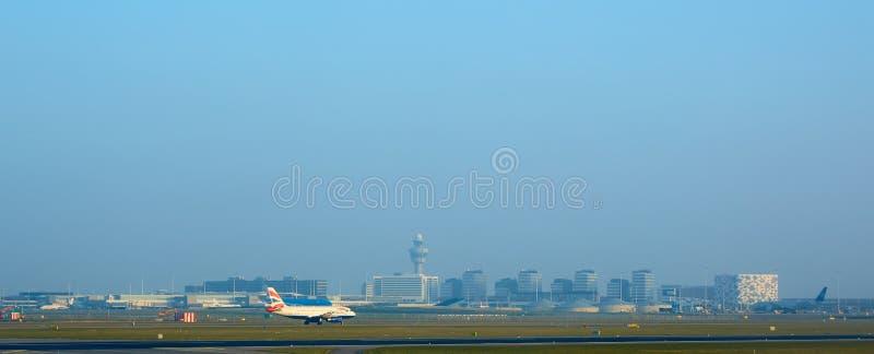 Amsterdam, die Niederlande - 11. März 2016: Amsterdam-Flughafen Schiphol in den Niederlanden AMS ist der Haupt Niederlande stockfotos