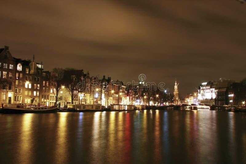 Amsterdam entro la notte fotografie stock libere da diritti