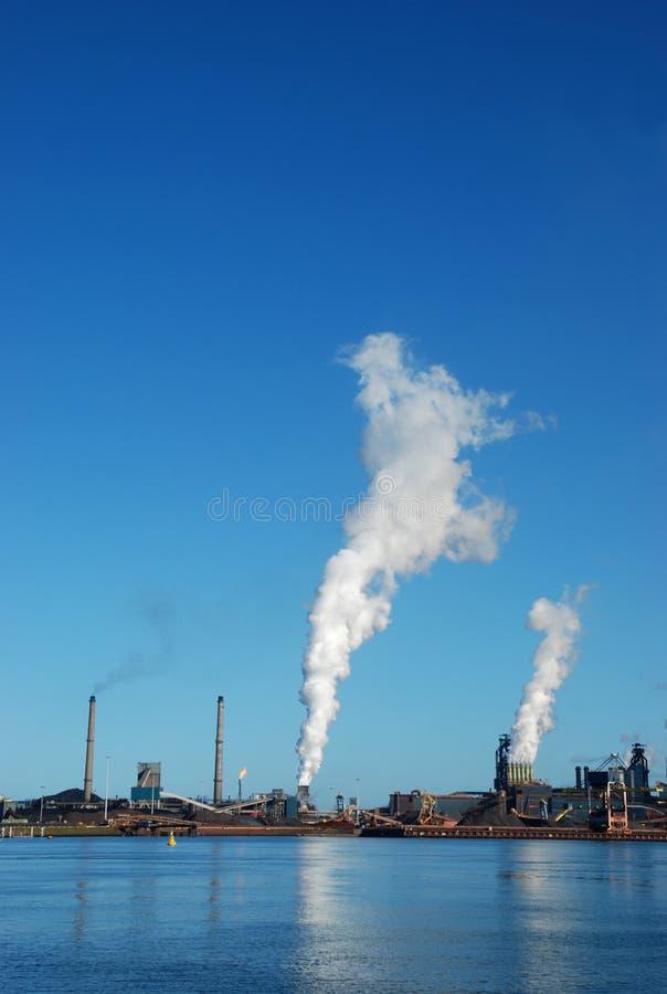 amsterdam fabriker nära royaltyfria bilder