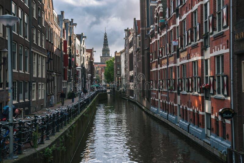 Amsterdam gator och kanaler arkivbilder