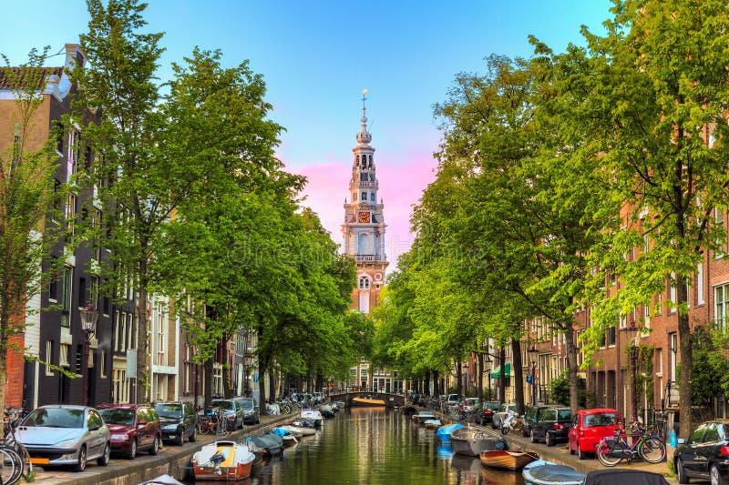Amsterdam Groenburgwal kanal royaltyfria bilder