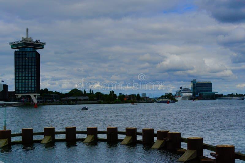 08-07-2019 Amsterdam holandia strzał wody Amsterdam centrala obrazy stock