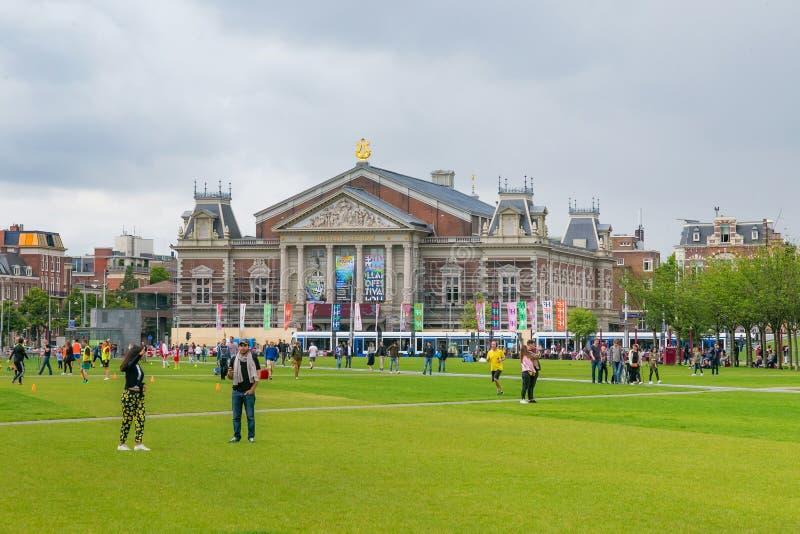 AMSTERDAM, holandie - CZERWIEC 25, 2017: Widok Królewska filharmonia Concertgebouw w Amsterdam zdjęcia stock