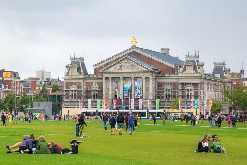 AMSTERDAM, holandie - CZERWIEC 25, 2017: Widok Królewska filharmonia Concertgebouw w Amsterdam zdjęcie royalty free