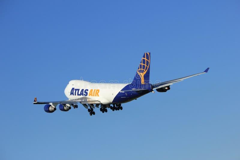 Amsterdam holandie - Sierpień, 18th 2016: N496MC Atlas Air Boeing 747-47UF zdjęcie stock