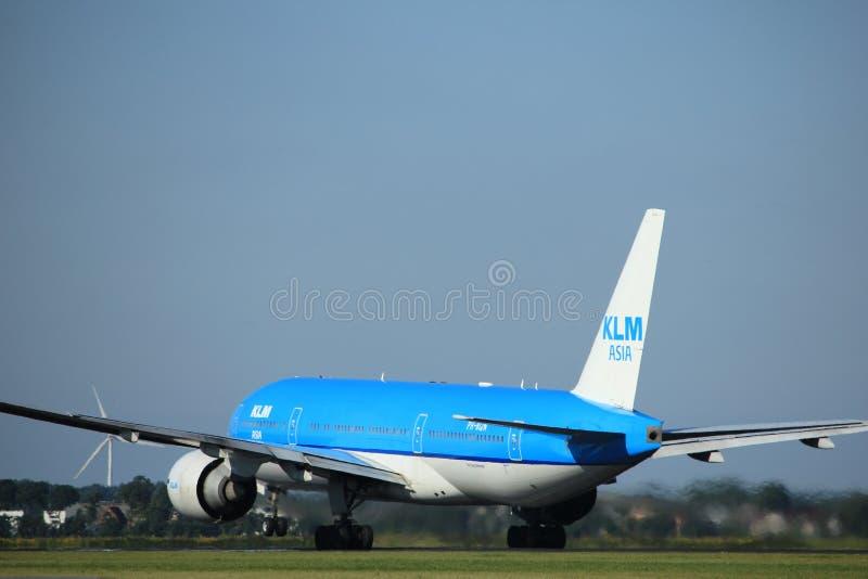 Amsterdam holandie - Sierpień, 18th 2016: PH-BQN KLM Boeing 777 zdjęcie royalty free