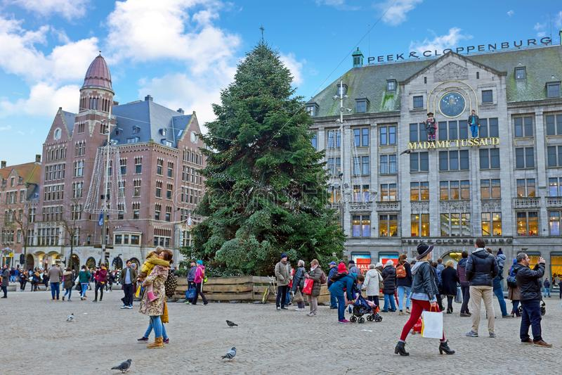 AMSTERDAM, holandie - STYCZEŃ 6, 2018: Grobelny kwadrat przy christma zdjęcia stock