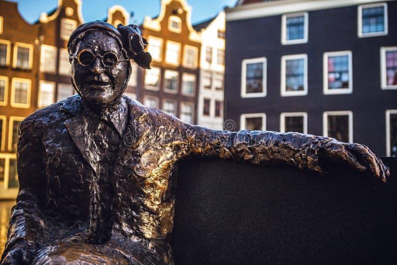 AMSTERDAM, holandie - STYCZEŃ 1, 2016: Statua ważny Bosshardt, Holenderski oficer armia zbawienia Dla dużo był twarzą thi obraz royalty free