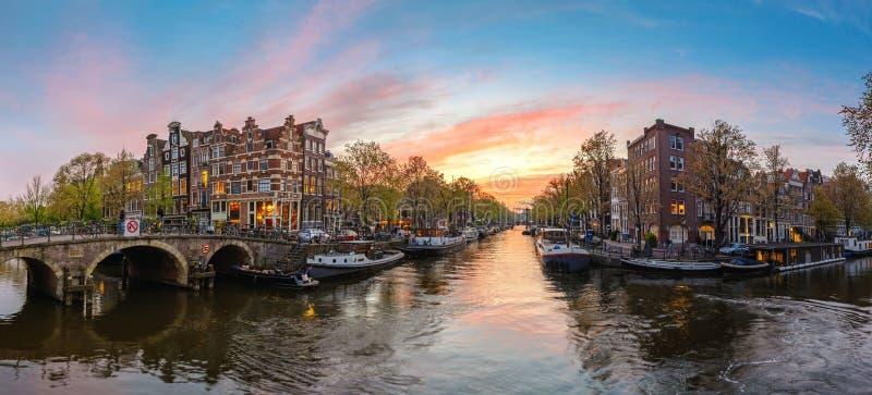 Amsterdam holandii, zmierzch panoramy miasto linia horyzontu zdjęcie royalty free