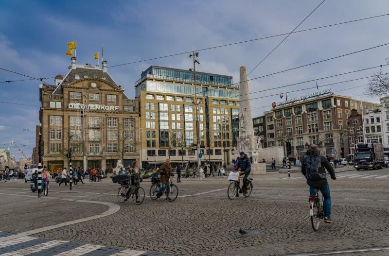 Amsterdam Holland Dam Square De Bijenkorf Department lager royaltyfria bilder
