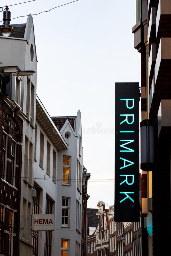 AMSTERDAM, HOLLANDES 11 juin 2018 - stigmatisez le logo de Primark dedans images libres de droits