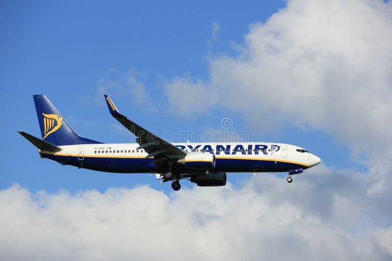 Amsterdam i Paesi Bassi - può, ventesimo 2017: EI-EPE Ryanair Boeing 737 fotografia stock libera da diritti