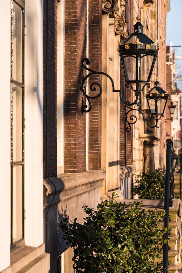Amsterdam i swój cudowni brownstone domy zdjęcia stock