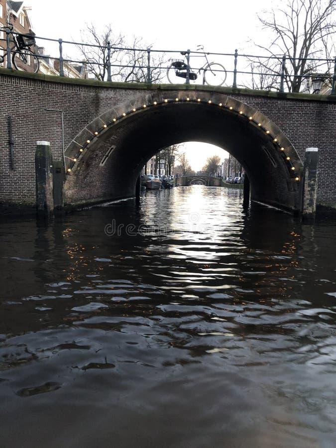 Amsterdam-Kanäle im Winter stockfotos