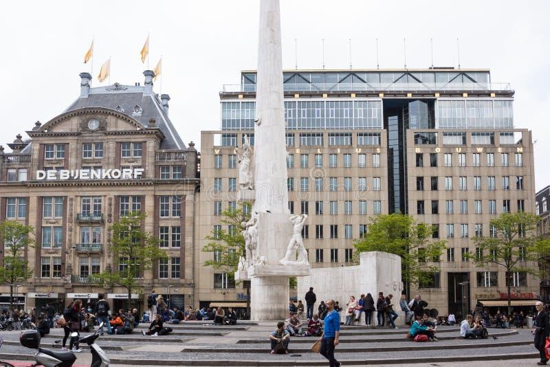 Amsterdam, le 29 mai 2013 néerlandais Touristes dans la place de barrage, Amsterdam images libres de droits