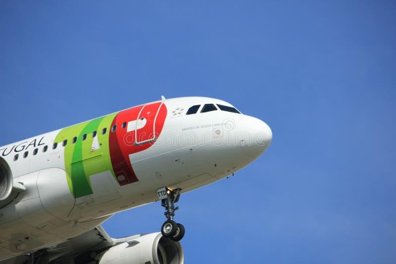 Amsterdam les Pays-Bas - avril, 2018 19ème : ROBINET de CS-TTD - Air Portugal Airbus A319-100 image libre de droits