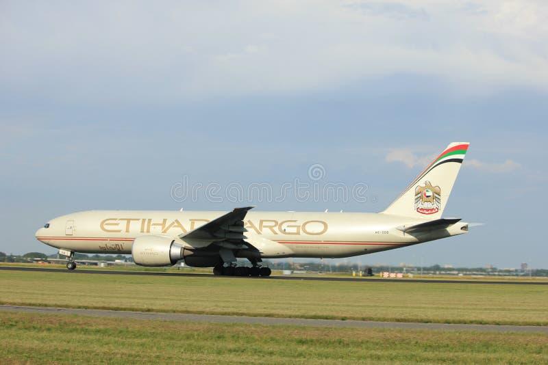 Amsterdam les Pays-Bas - 6 juillet 2017 : A6-DDB Etihad Airways Boeing 777-FFX photo libre de droits