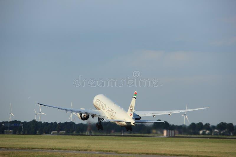 Amsterdam les Pays-Bas - 6 juillet 2017 : A6-DDB Etihad Airways Boeing 777-FFX image libre de droits