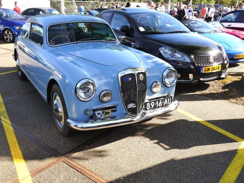 Amsterdam, los Países Bajos - 10 de septiembre de 2016: Lancia azul Aur imágenes de archivo libres de regalías