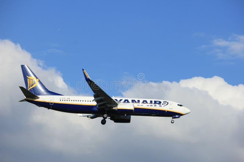 Amsterdam los Países Bajos - puede, vigésimo 2017: EI-EPE Ryanair Boeing 737 imágenes de archivo libres de regalías