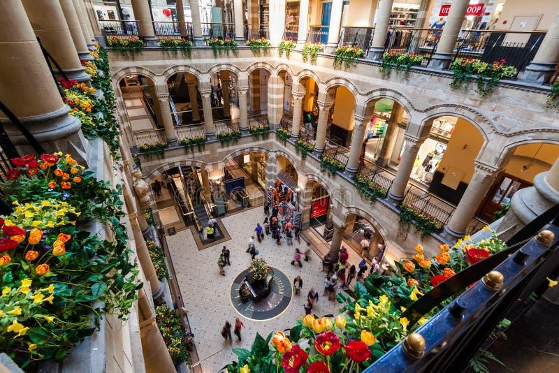 Amsterdam Magna Plaza Shopping Center royaltyfri bild