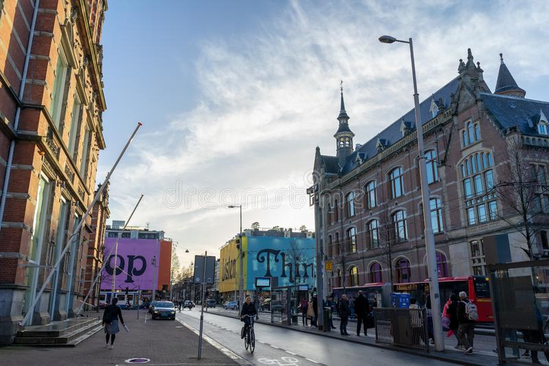 Amsterdam Nederländerna - April 6, 2018: Gatafotografi i Ams arkivbild