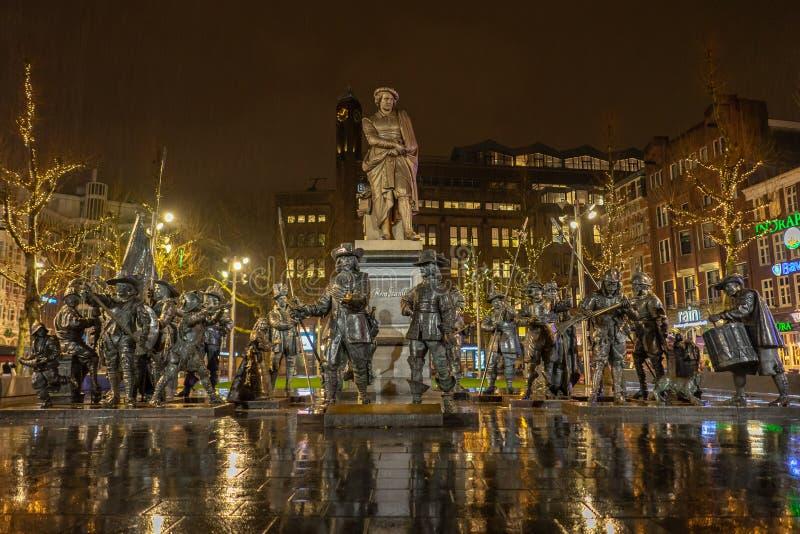 Amsterdam Nederländerna - April 6, 2018: Rembrandt statyer på ett r royaltyfri fotografi