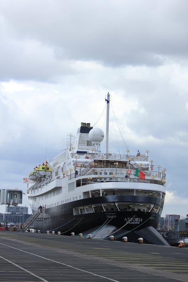 Amsterdam Nederländerna - April, 27th 2017: Astoria kryssning & maritima resor arkivbild
