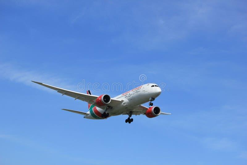 Amsterdam Nederländerna - April, 19th 2018: 5Y-KZC Kenya Airways Boeing royaltyfri foto
