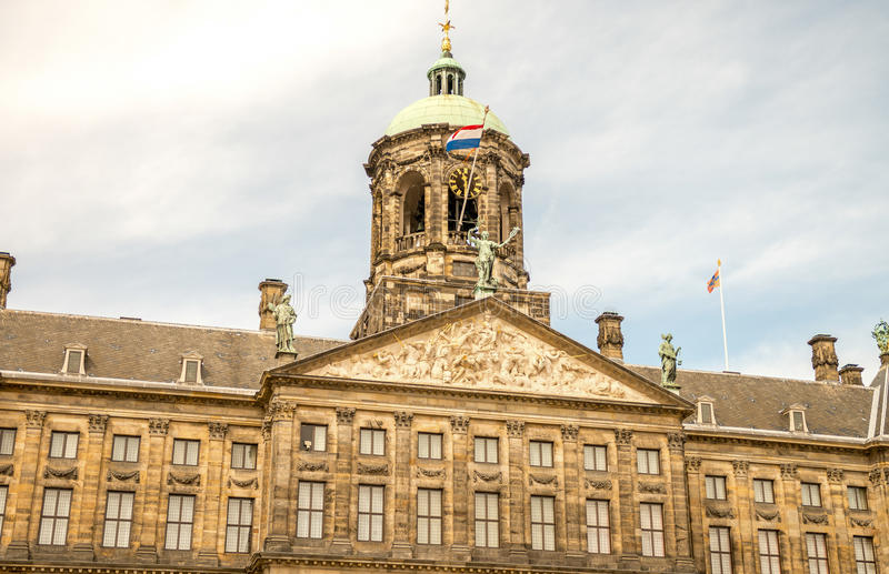 amsterdam Nederländerna Härlig typisk stadsarkitektur arkivbild