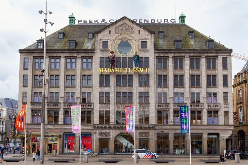 AMSTERDAM NEDERLÄNDERNA - JUNI 25, 2017: Sikt till vaxmuseet för madam Tussauds Amsterdam royaltyfri foto