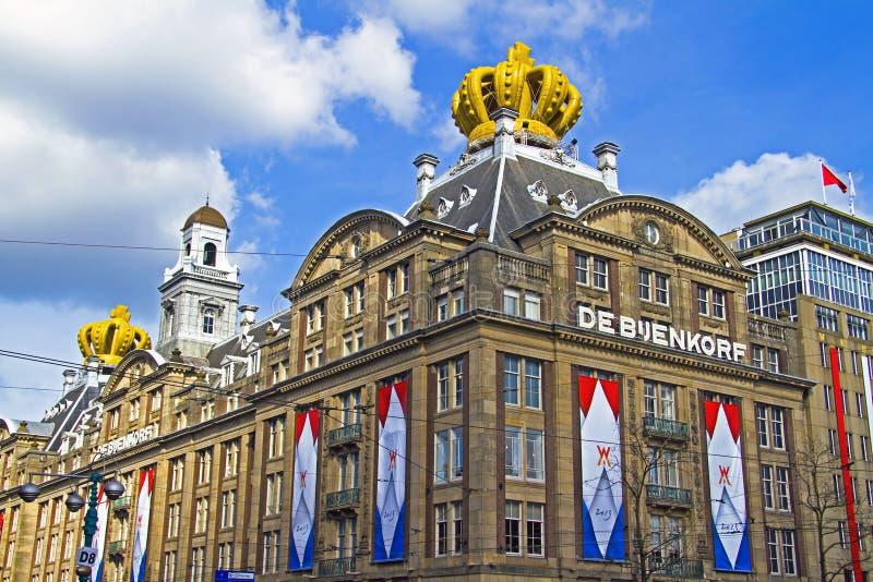 AMSTERDAM, NEDERLAND - APRIL 30: verfraaide gebouwen op occasi royalty-vrije stock fotografie